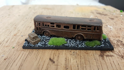 N Gauge buses and N Gauge cars picture 2