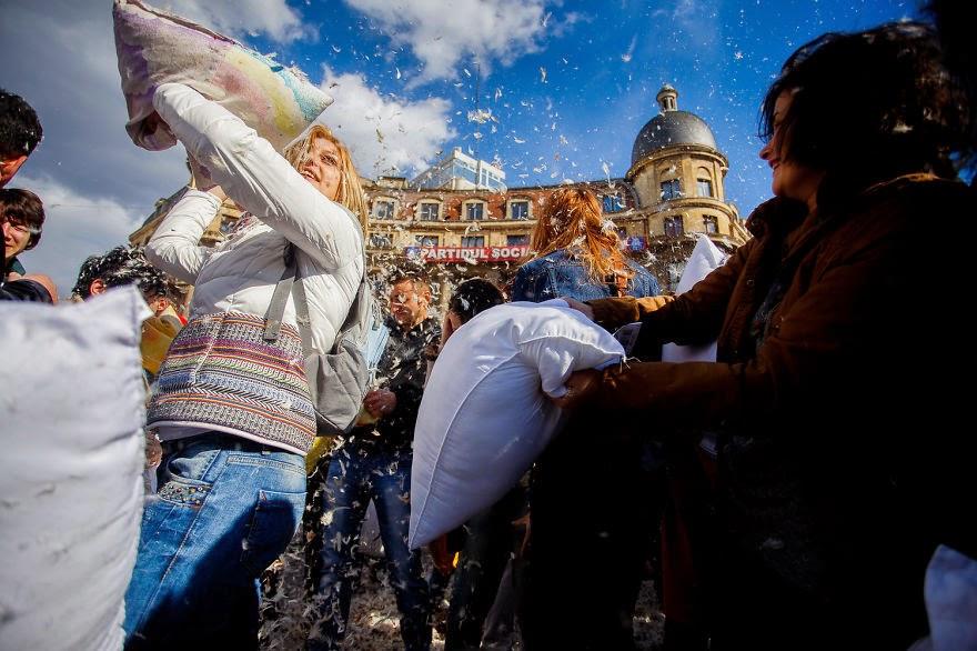omorfos-kosmos.gr - Φωτογραφίες από την παγκόσμια ημέρα μαξιλαροπόλεμου στο Βουκουρέστι