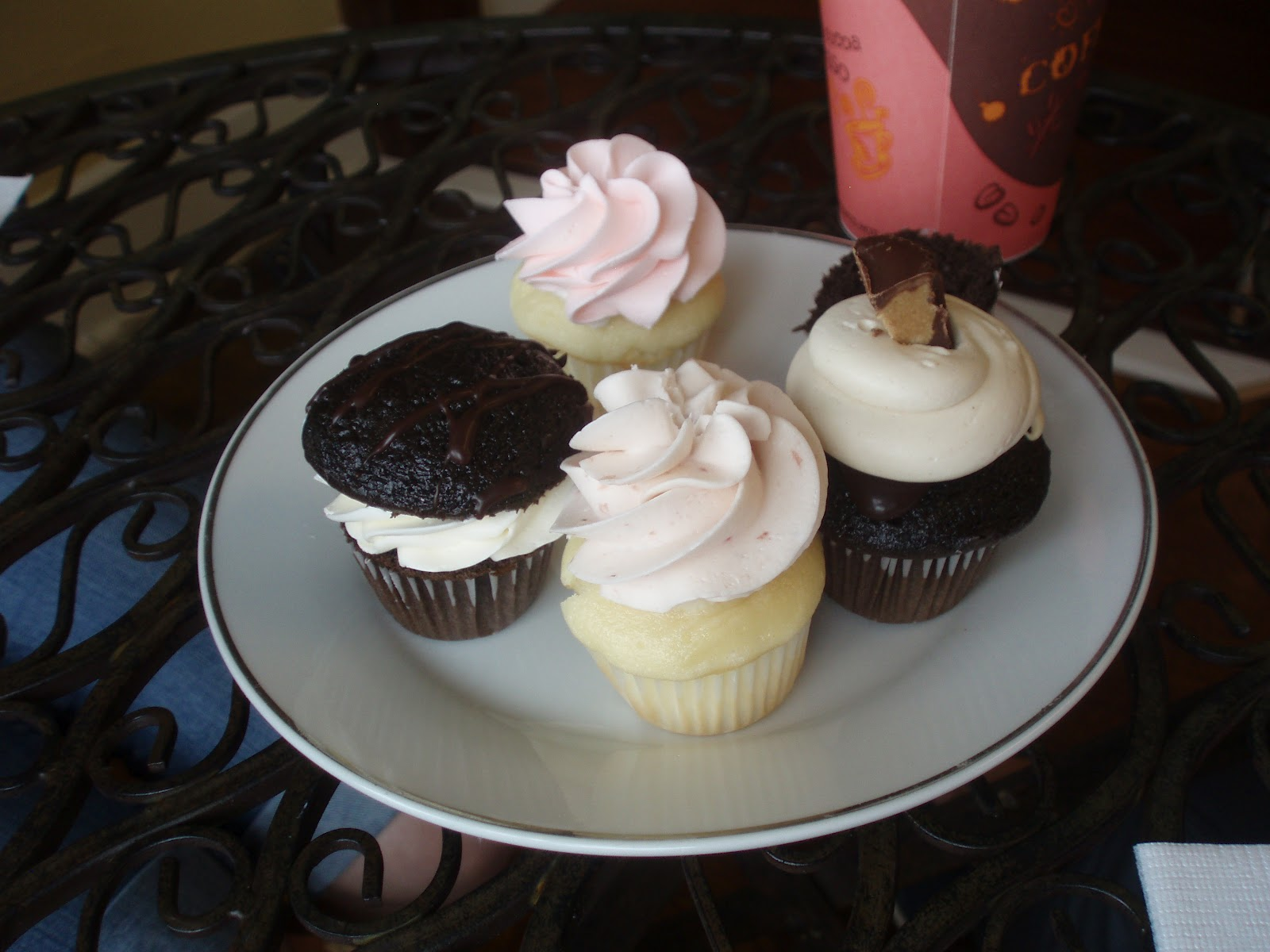 J.Diva: Scooters + History + Cupcakes= An Excellent Morning
