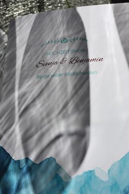 Menükarten Winterhochzeit in den Bergen am Riessersee Hotel Garmisch-Partenkirchen in Bayern, Kupfer, Dunkelrot, Hellblau, Grau, Winter wedding abroad Bavaria in copper, ruby red, light blue