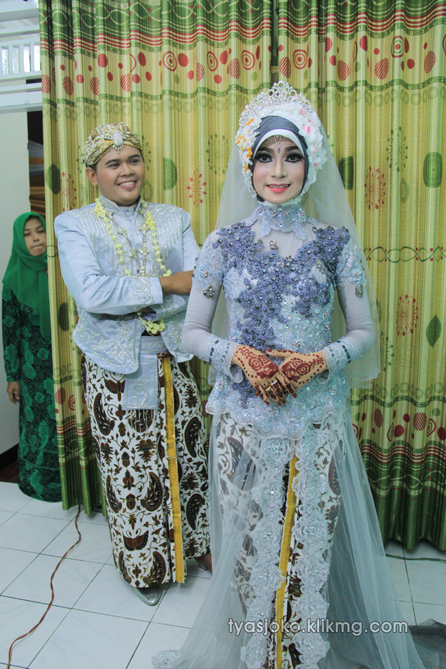 Foto Liputan Pernikahan Tyas & Joko | Bag.4 - Foto Pose Keluarga & Kerabat - 03 Juli 2016 | Klikmg.com Fotografer Pernikahan Purwokerto