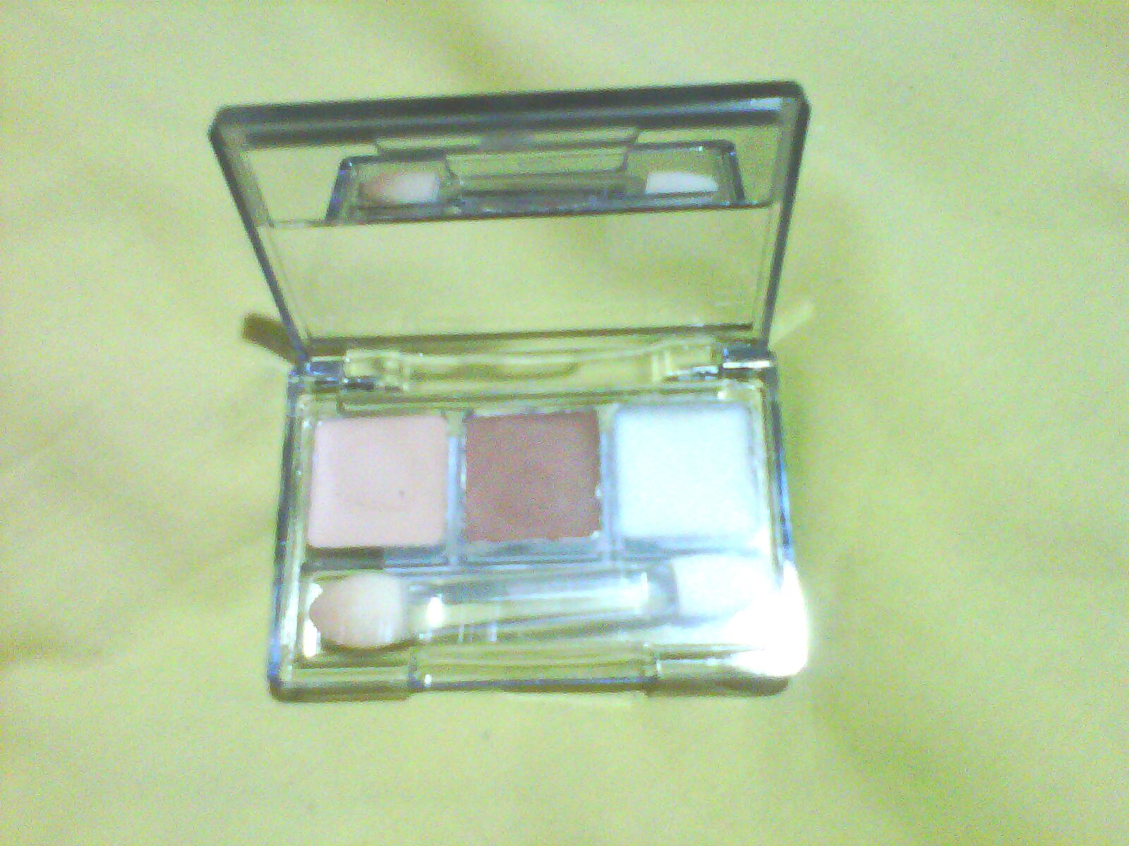 "Maksimalkan Eyeshadowmu: Review ""EyeBase"" Double Function"