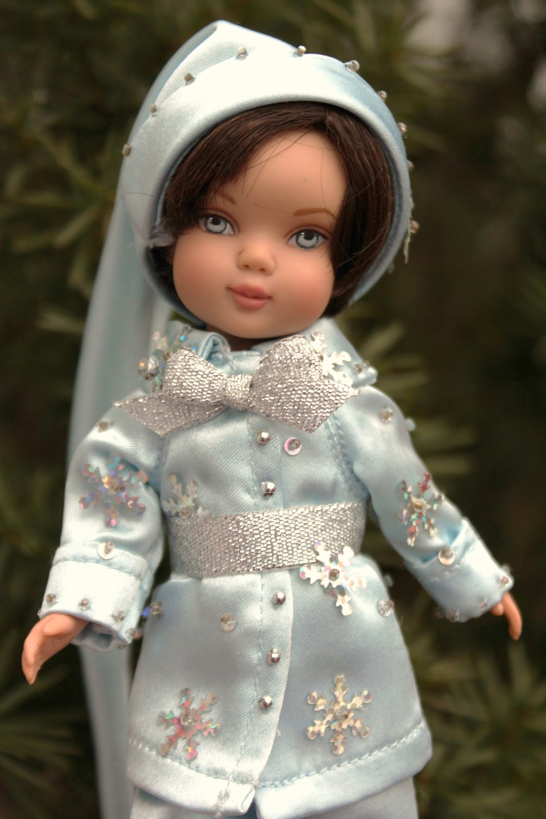 The Dolls Between Us: PLANET OF THE DOLLS: Doll-A-Day 324: Tonner Winter Frost Lee