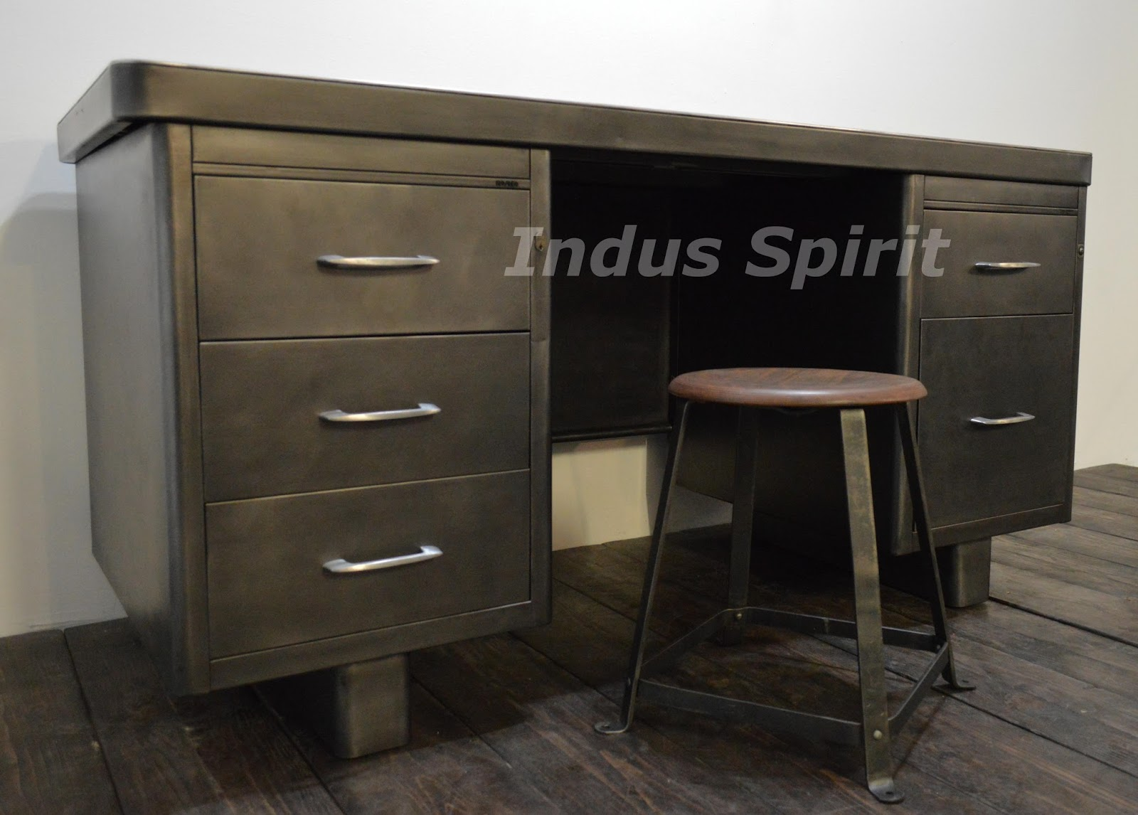 bureau industriel roneo. Black Bedroom Furniture Sets. Home Design Ideas