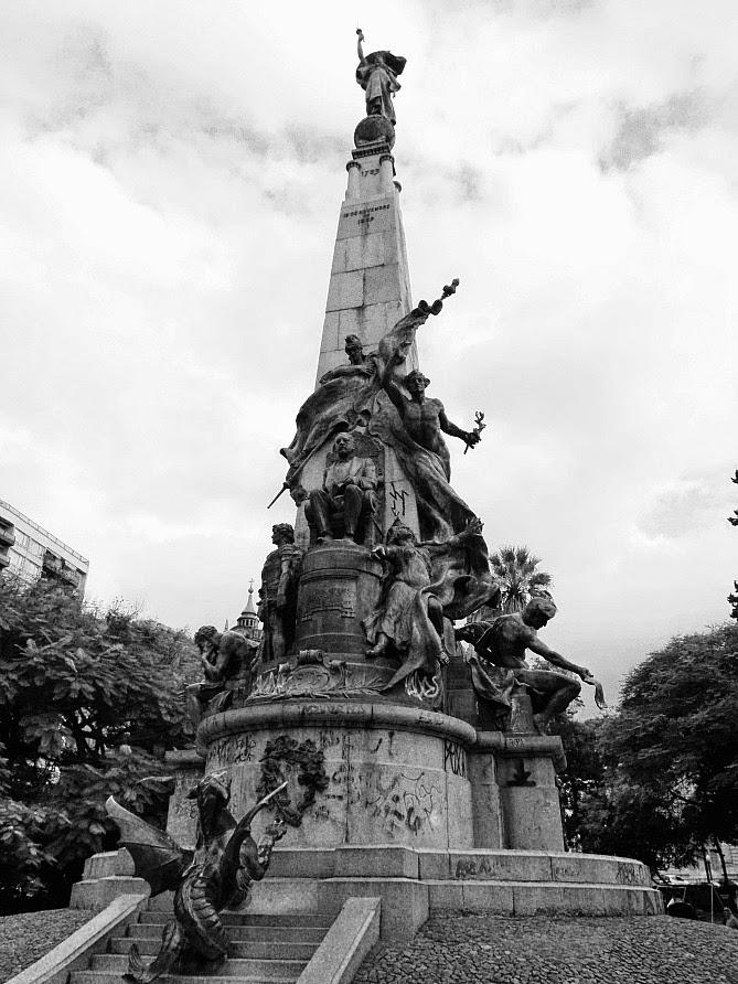 Monumento a Júlio de Castilhos,  Praça da Matriz, em Porto Alegre