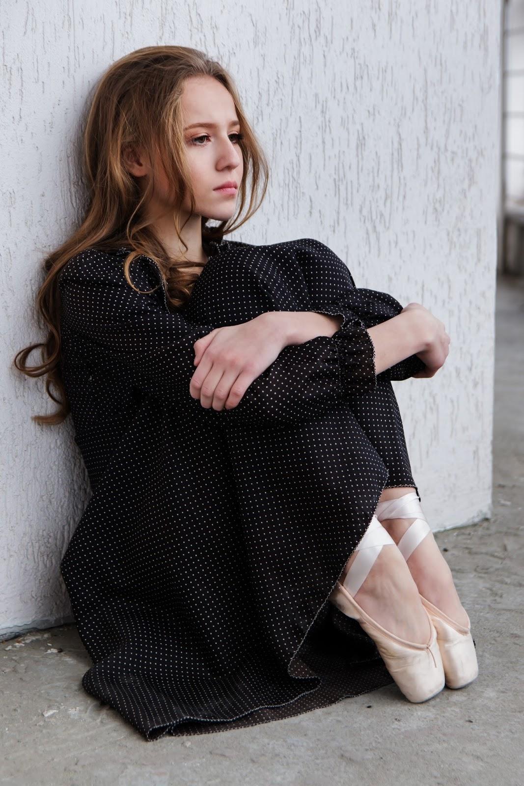 Suportem os sofrimentos, Blog Dança Cristã, Milene Oliveira, Gatora triste, menina chorando, sapatilha de ballet, bailarina triste