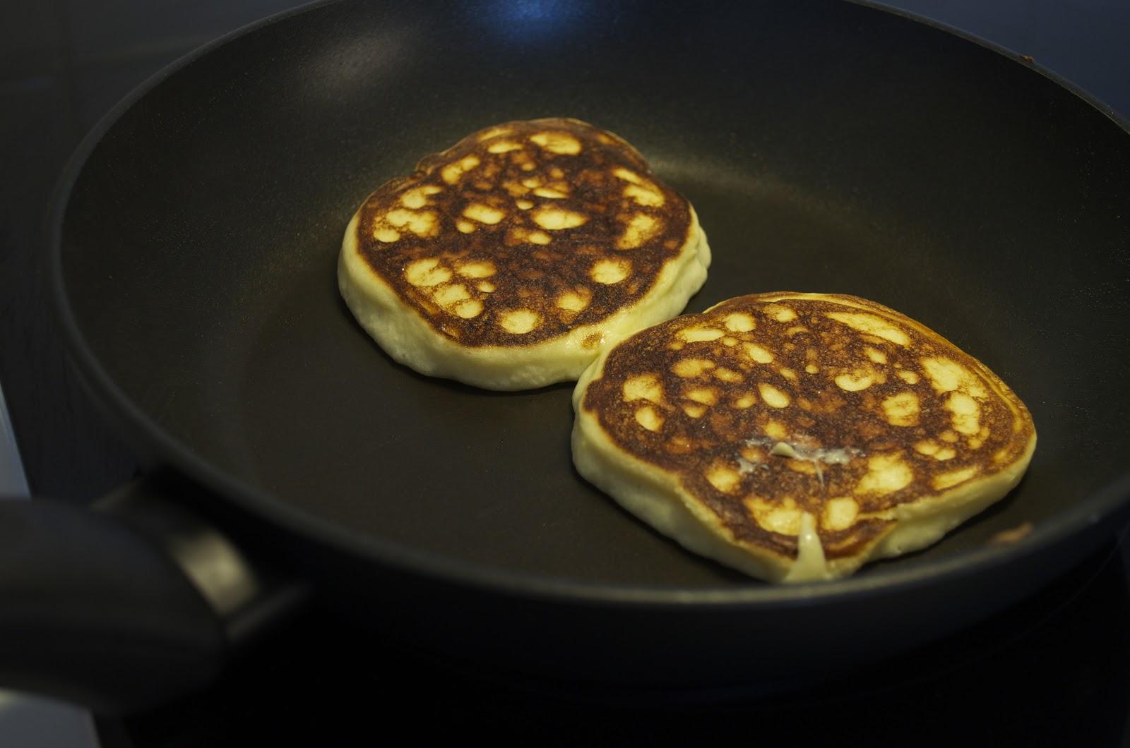 hur gör man fluffiga amerikanska pannkakor