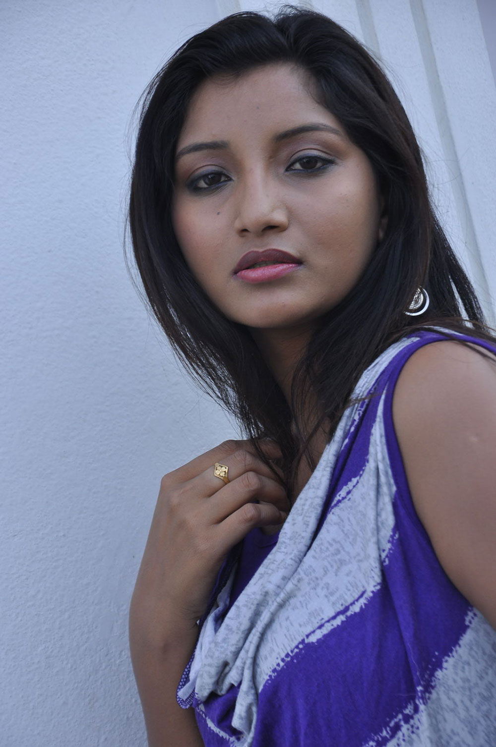 cute loving Actress vinni latest photo shoot gallery