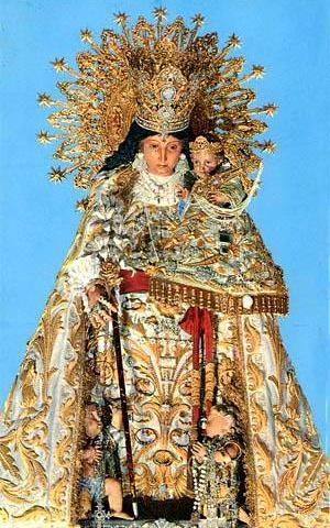 Foto de la Virgen de los Desamparados con su corona