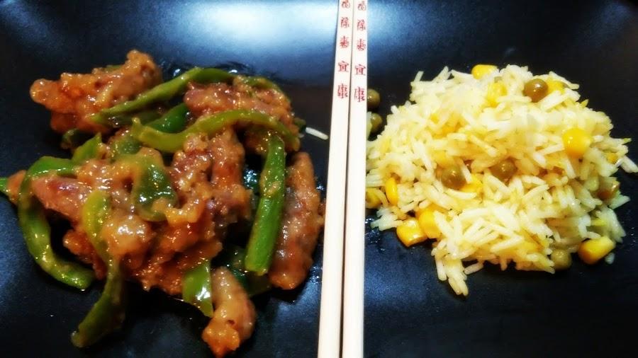 Ternera con pimientos estilo chino con arroz basmati