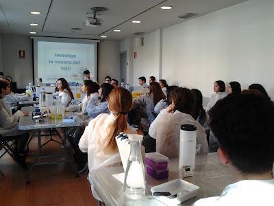 Resultat d'imatges de taller investiguem la vacuna de la sida