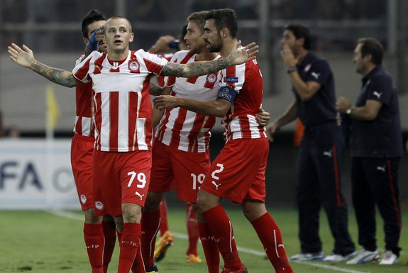 Vladimír Weiss celebrates with Olympiacos teammates after scoring against PSG