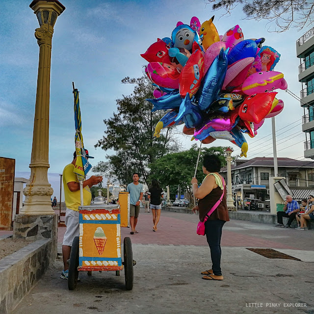 colorful balloons, diry ice cream, dumaguete boulevard