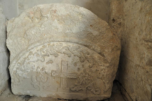 Późnoromański kościoł pocysterski w Koprzywnicy - tympanon