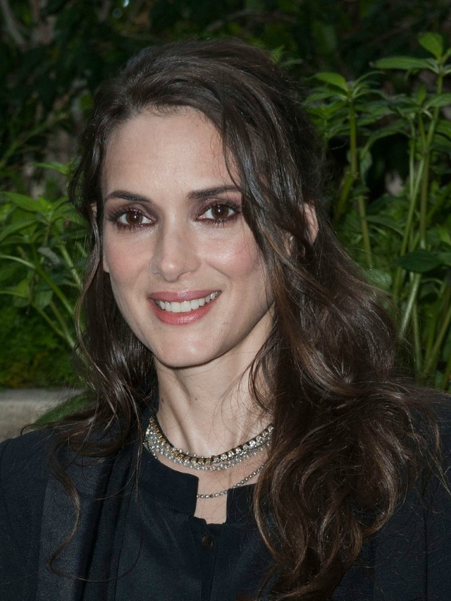 Looks total black da Winona Ryder - outfits