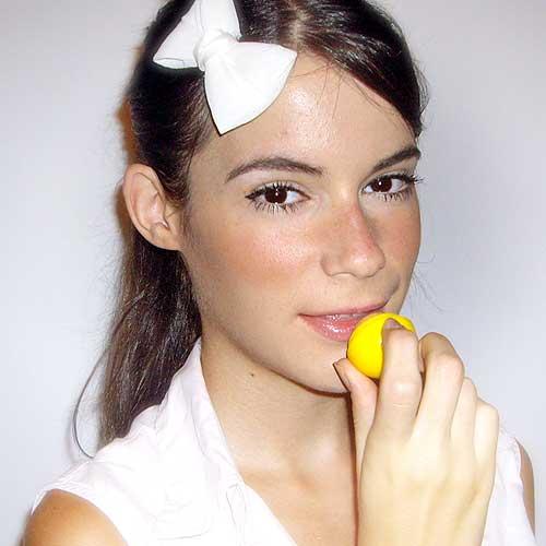 Monika Sanchez guapa al instante balsamo labial