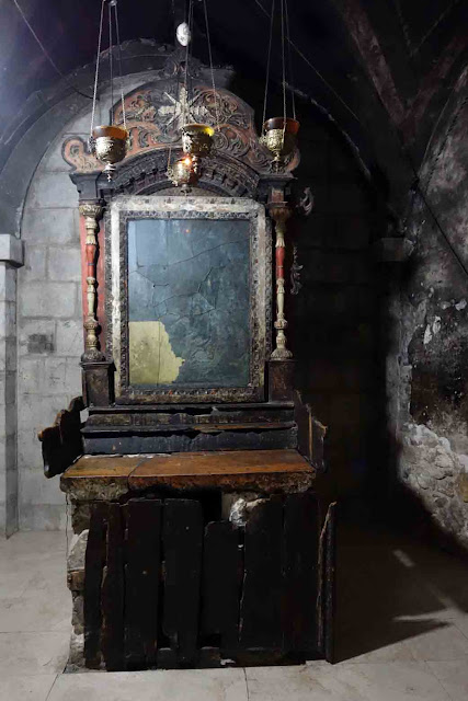 La chapelle des Jacobites / Syriens et son autel endommagé