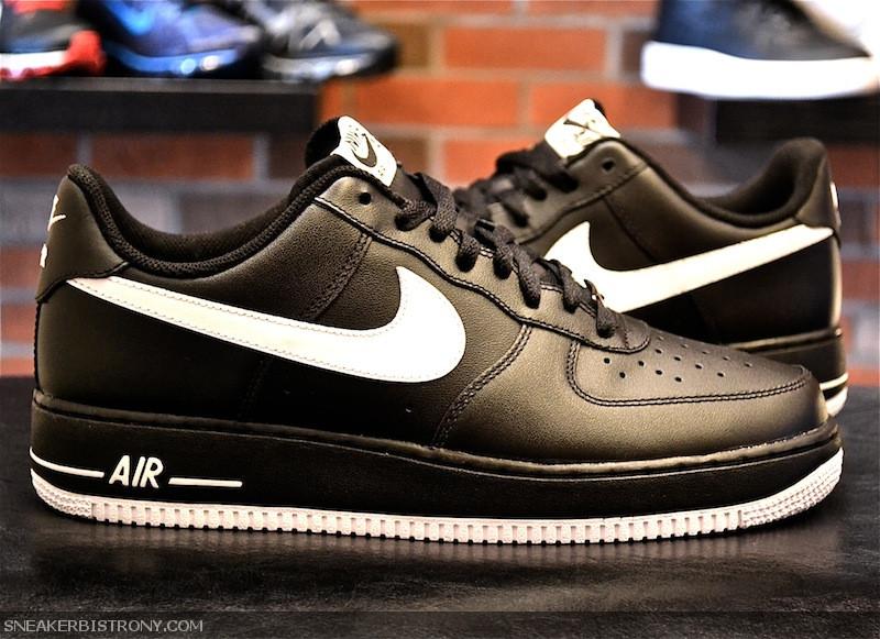 SNEAKER BISTRO Streetwear Served w| Class: KICKS | Nike
