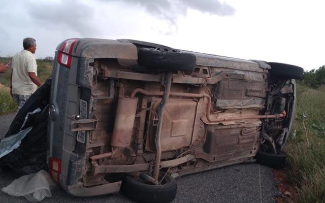 Pneu de reboque estoura e veículo tomba entre Ourolândia e Jacobina
