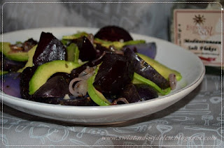 https://swiat-na-widelcu.blogspot.com/2017/11/saatka-ziemniaczana-z-burakiem-i-avocado.html