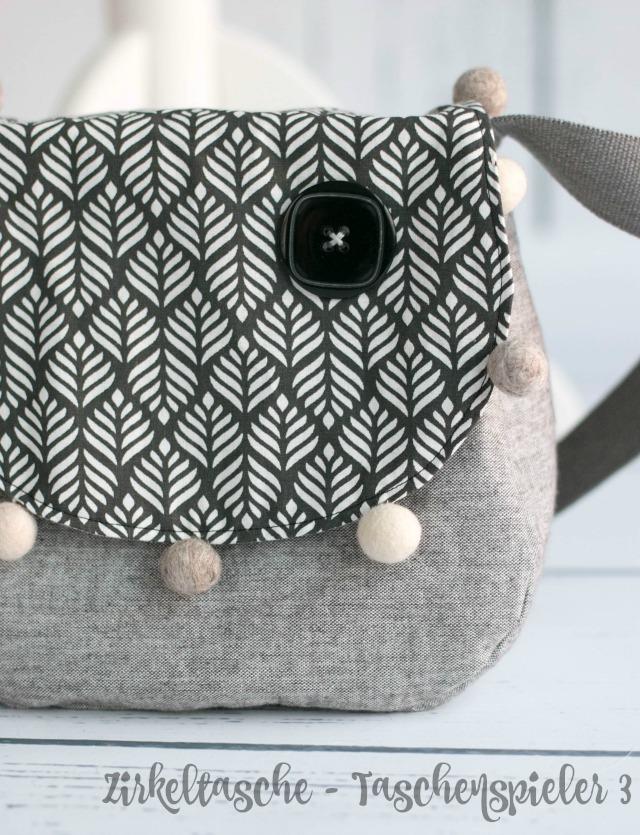 Frühstück bei Emma selbstgenähte Tasche nach dem Schnittmuster Zirkeltasche von Farbenmix - ein Beispiel in grau schwarz weiß monochrom mit Filzkugeln
