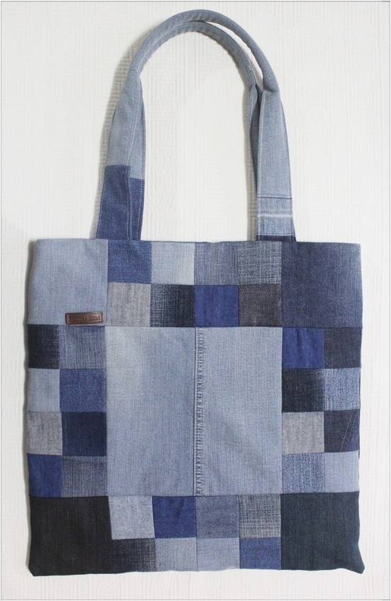 Sew a Patchwork Denim Shopping Bag from Recycled Jeans. Photo Sewing Tutorial.