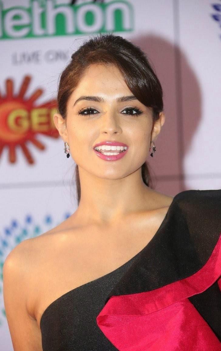 Tollywood Actress Asmita Sood, Asmita Sood Sexy Photos in Hot Black Dress Without sleeve
