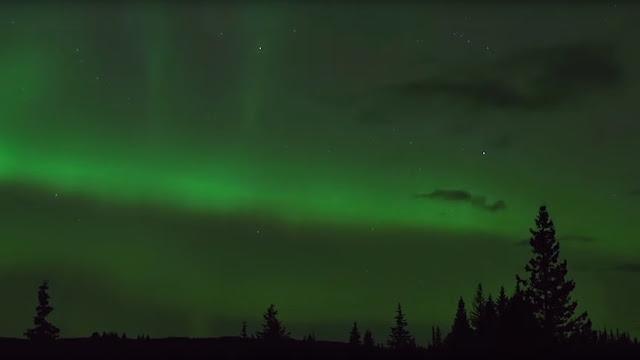 La NASA resuelve con ayuda de astrónomos aficionados el misterio de unas luces púrpuras en el cielo