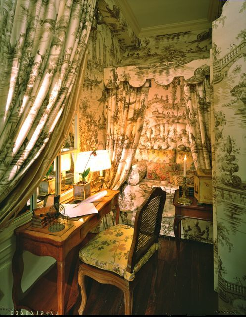 10 Ways To Decorate With Green Moss: Eye For Design: Decorating With Green And White Toile