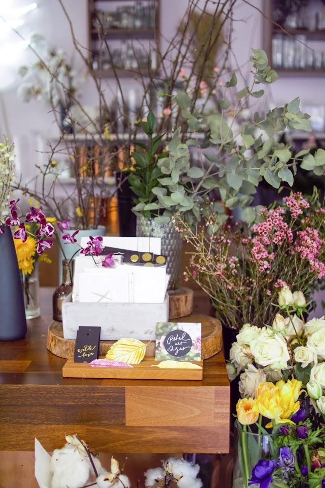 Petal Met Sugar Florist Cake Shop