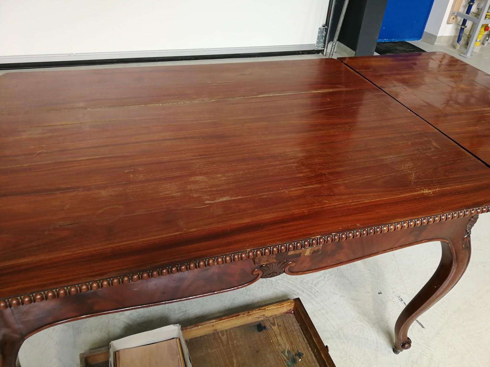 Restaurierung Nussbaum Holztisch mit Eichenholz Stühlen