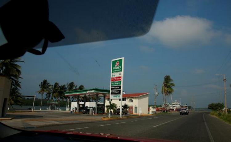 Precio del petróleo y crimen organizado golpean a Pemex en Tabasco