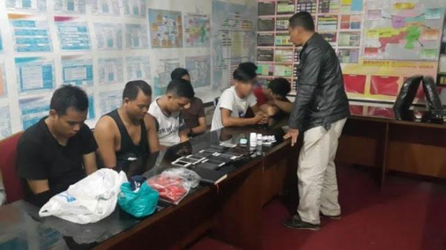 Asyik Pesta Maksiat di Apartemen, Belasan Gay ini Digerebek Polisi