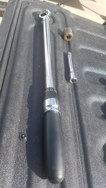 Buy yourself a good quality torque wrench with an extension  3/4 inch drive.