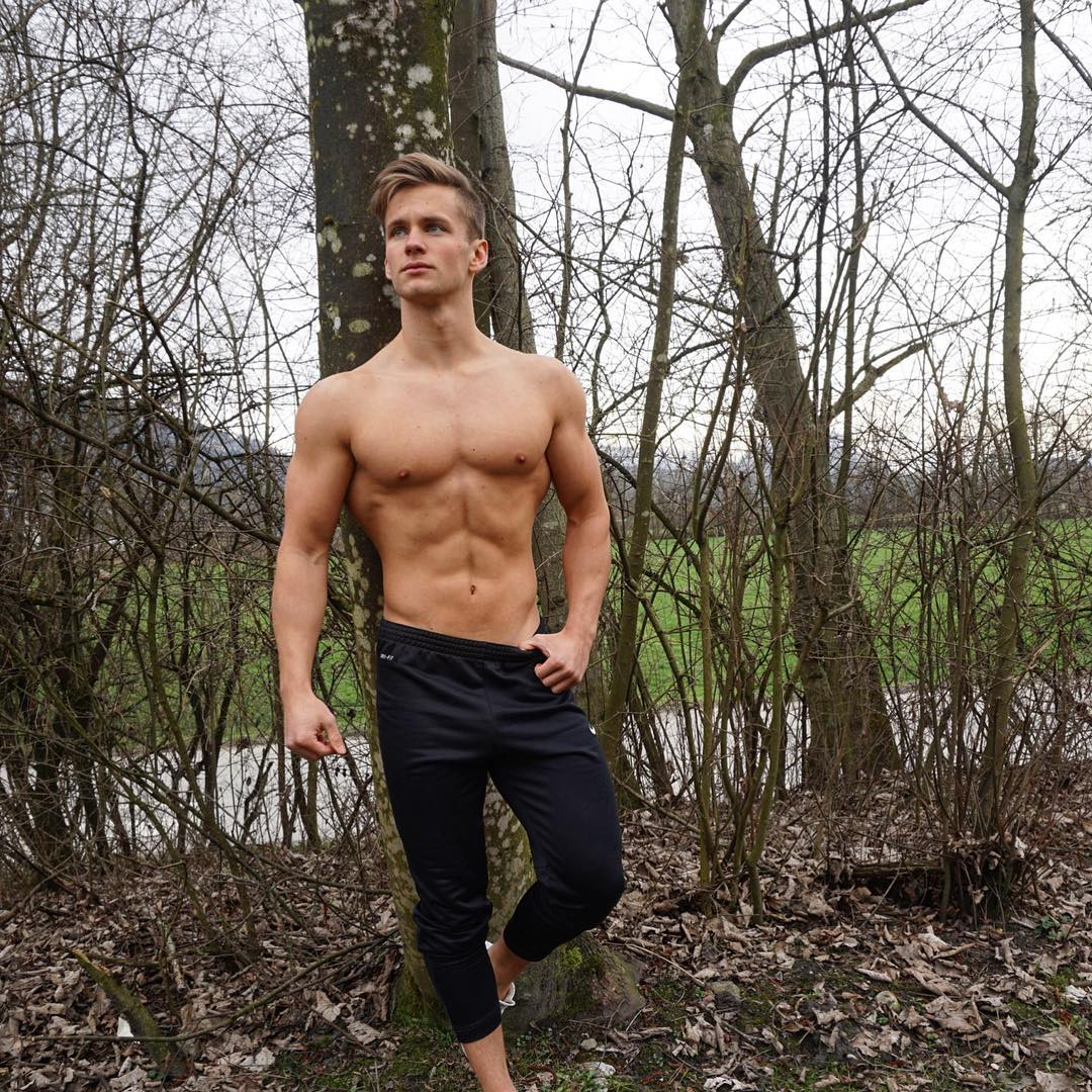 SimonMathis-sexy-shirtless-body-male-abs