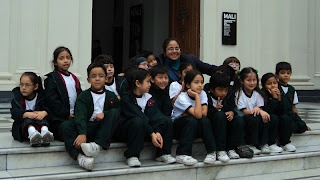 Mais Crianças na Entrada do MALI (Museo de Arte de Lima)...