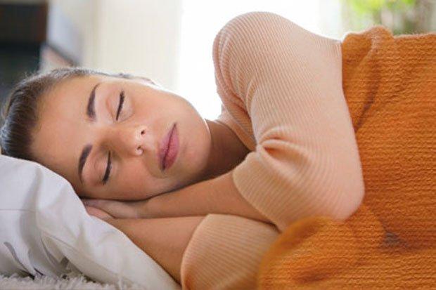 Begini Posisi Tidur yang Pas dan Baik Untuk Cegah Supaya Asam Lambung Tak Naik
