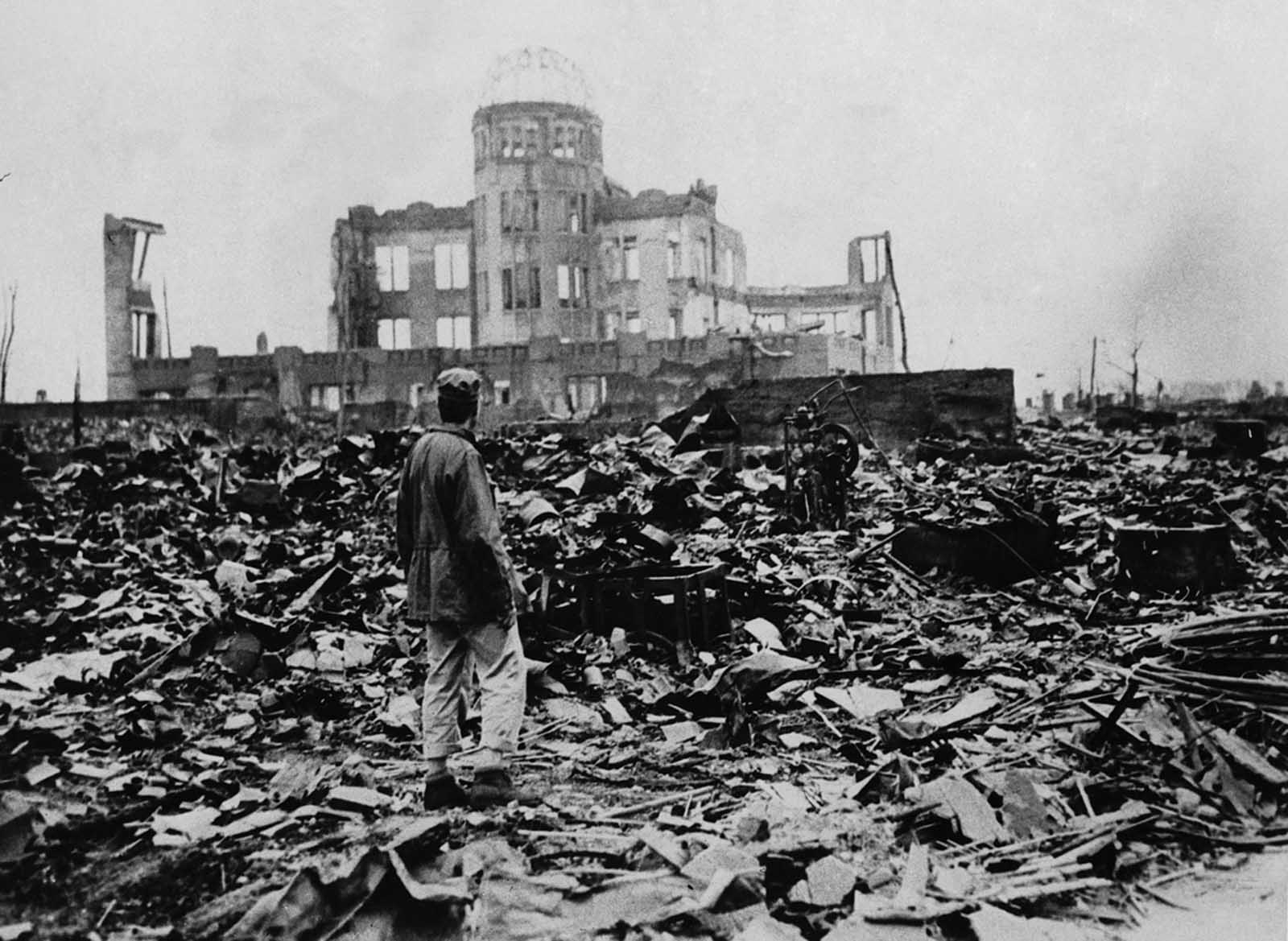 the events before and after the explosion in john herseys hiroshima