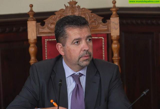 Cabrera pregunta cómo afecta el caos del FDCAN a la capital y cuándo comenzará la obra de la estación de guaguas