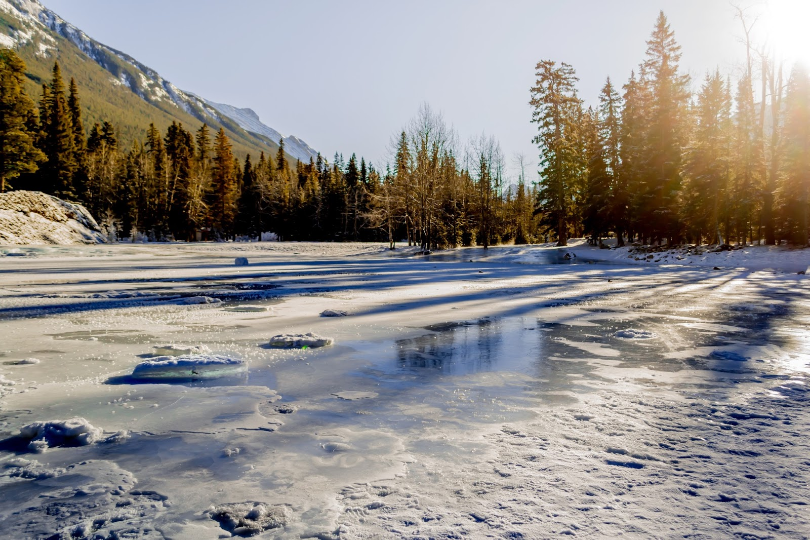 Frozen rivers and Lakes in Alberta near Lake Louise