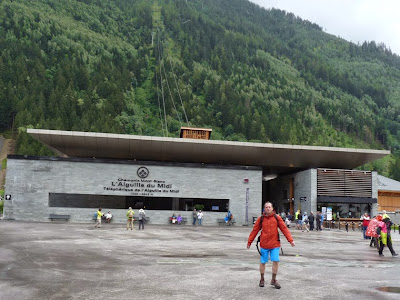 エギーユ・デュ・ミディ(3777m)行きのロープウェイ乗り場