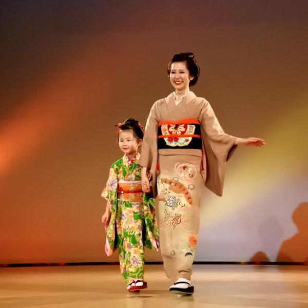 Kimono Show di Nishijin Textile Center Kyoto Jepang