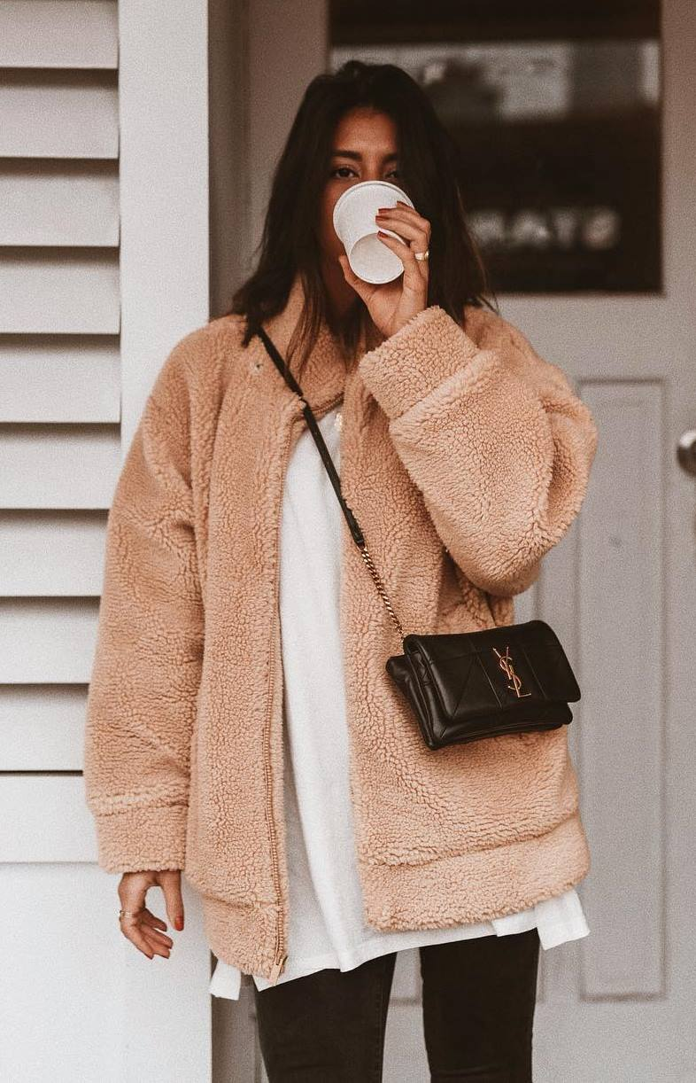 outfit of the day / nude jacket + black crossbody bag + white top