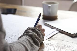 https://pixabay.com/es/por-escrito-escribir-persona-828911/