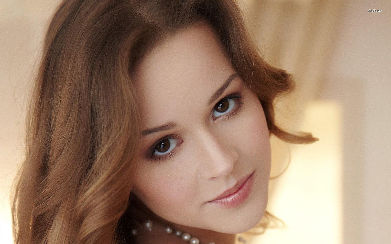 Beautiful And Gorgeous Women In Dashing Makeup-9216