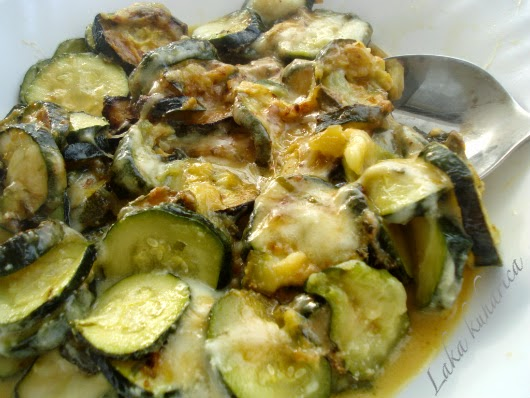 Zucchini with mozzarella and pamersan topping