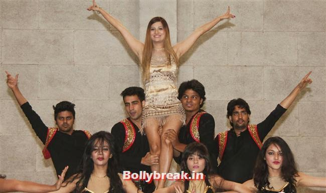 , Krystle D'Souza, Mandira Bedi at BCL Inaugural Match