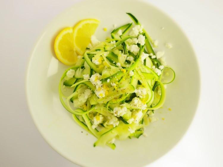 Salada de courgete com feta e limão