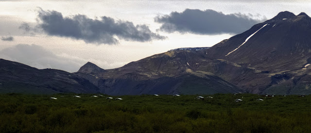 Self-drive around Iceland's Golden Circle: Mountain views