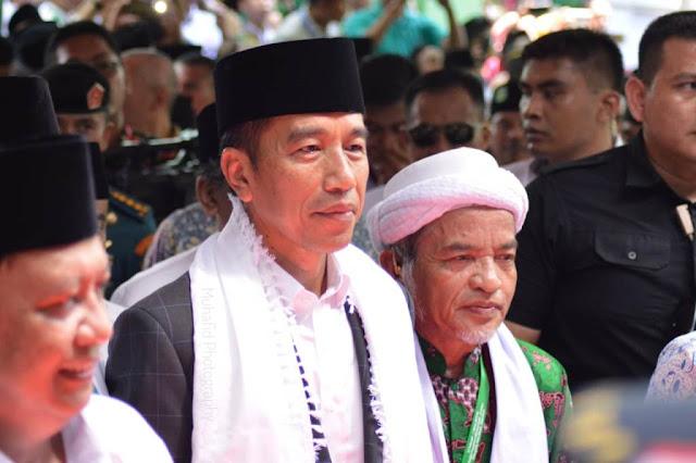 Jokowi Kenakan Surban Putih di Munas-Konbes NU
